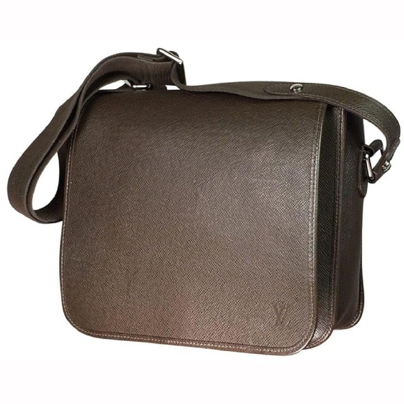 b9dbfaa7477 Authentic Louis Vuitton Roman PM Messenger Bag